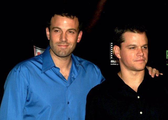 Los actores Ben Affleck y Matt Damon asistiendo al estreno de la pelicula FEAST