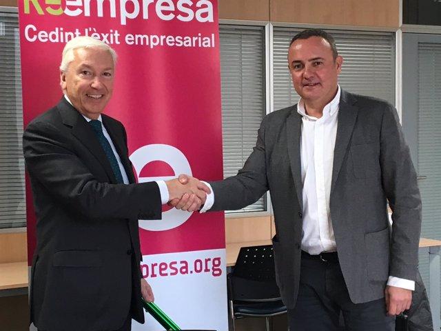 El presidente de Cecot, Antoni Abad, y el de Barcelona Oberta, Gabriel Jené, fir