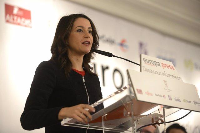 Selección De Fotos Del Desayuno Informativo Con Inés Arrimadas, Candidata A La P