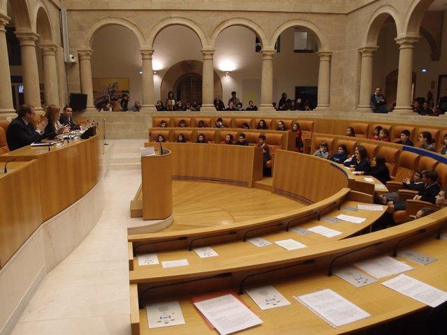 Los niños, en el Parlamento regional
