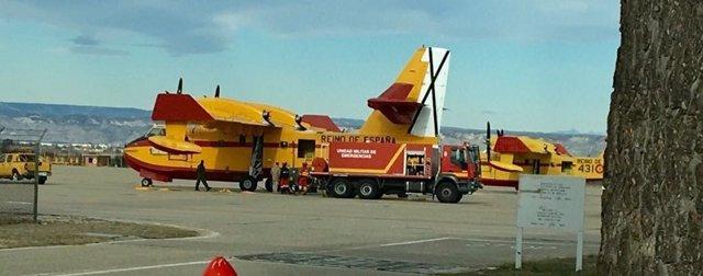 FOCA del Ministerio carga agua en la Base Aérea de Zaragoza.