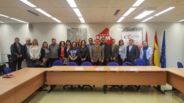 Miembros de CERMI y FMM durante la presentación del catálogo de pictogramas