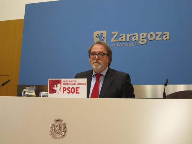 Portavoz del grupo dle PSOE en el Ayuntamiento de Zaragoza, Carlos Pérez Anadón.