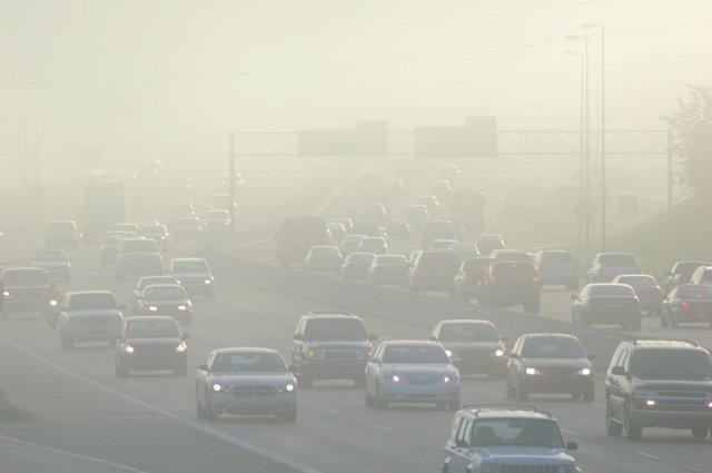 Contaminación, tráfico, atasco, coches, niebla
