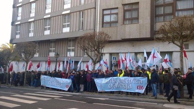 Protesta de la CIG a las puertas del Parlamento