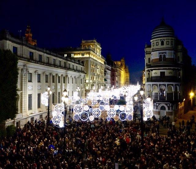 Luces de Navidad en la Avenida de la Constitución