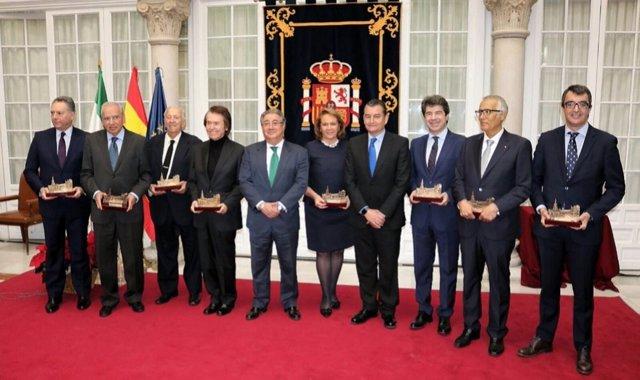 Zoido y Sanz junto a los galardonados con los XIII Premio Plaza de España