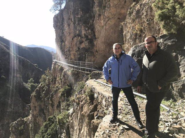 Bendodo y el alcalde de Canillas de Aceituno. Gran Senda