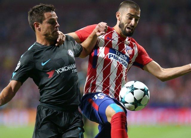Carrasco y Azpilicueta en el Atlético - Chelsea
