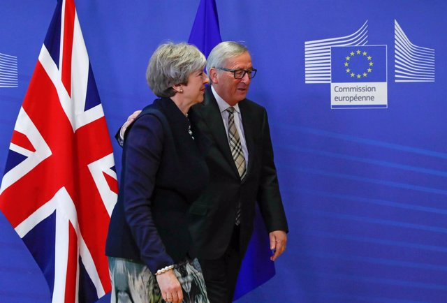 Jean-Claude Juncker y Theresa May