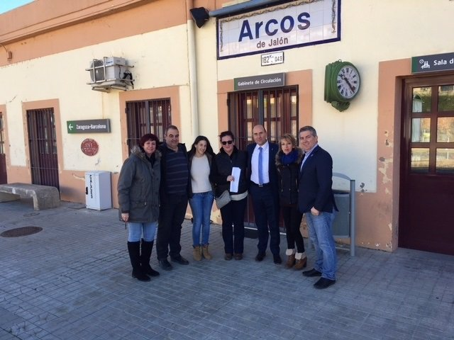 Parlamentarios socialistas, en Arcos de Jalón.