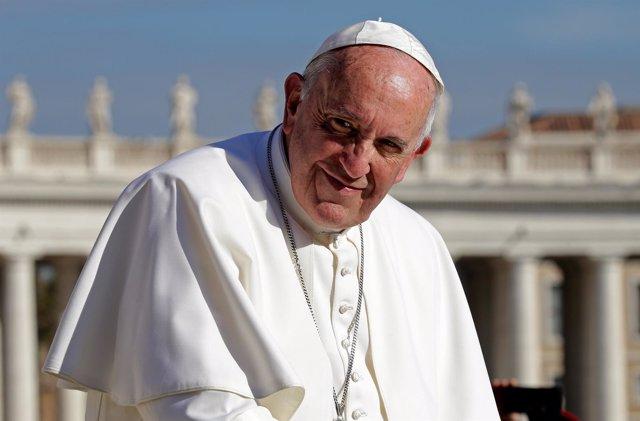 El Papa Francisco en la plaza de San Pedro