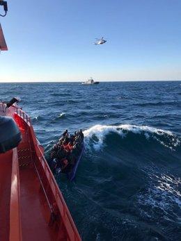 Rescate de 30 inmigrantes por la embarcación Guardamar Polimnia