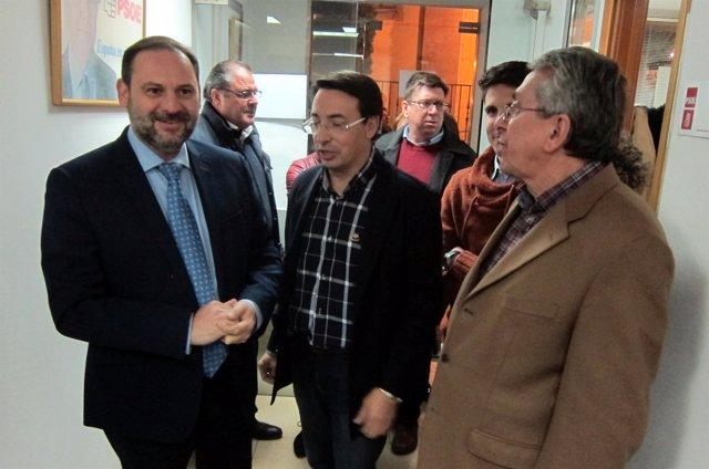 Ábalos a su llegada a la sede del PSOE en Salamanca