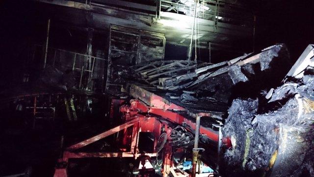 Arde una nave industrial dedicada a la fabricación de atracciones de feria