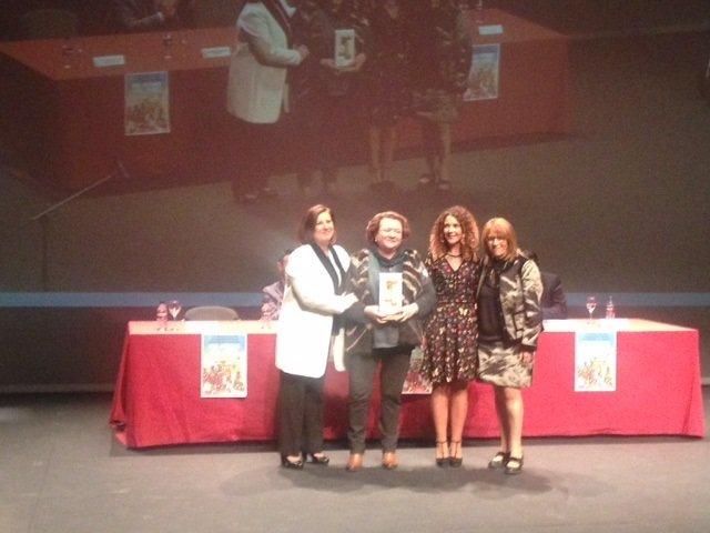Pilar Parra recoge el premio de la Junta