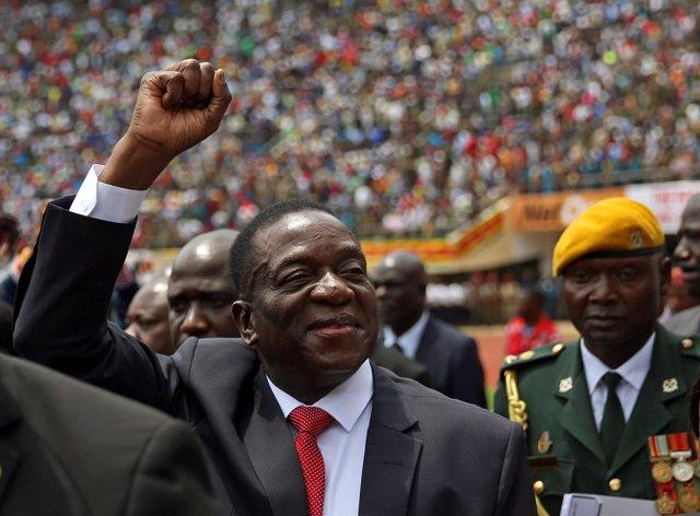 Emmerson Mnangagwa presta juramento como presidente de Zimbabue