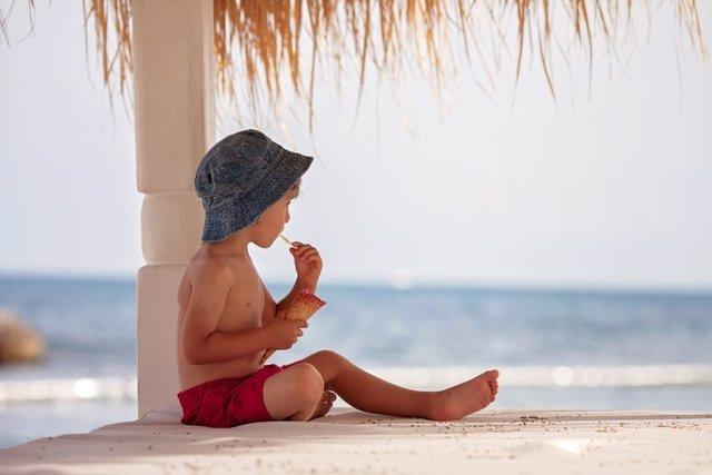 Niño, playa, verano, vacaciones, helado