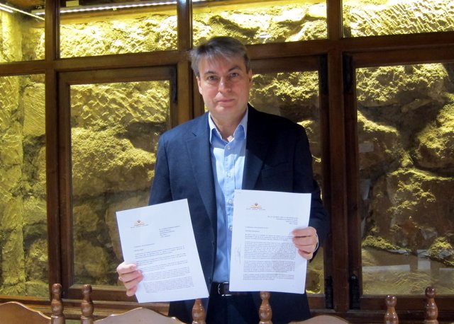 Sánchez Muestra La Carta Remitida.