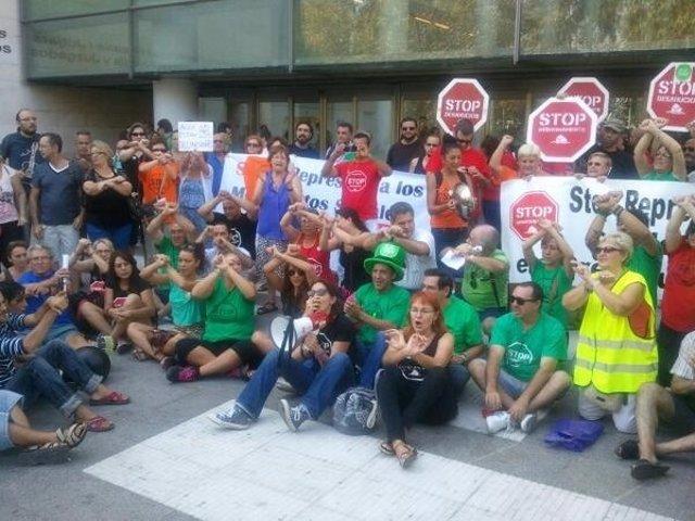 Concentración de la PAH ante la Ciudad de la Justicia de Valencia