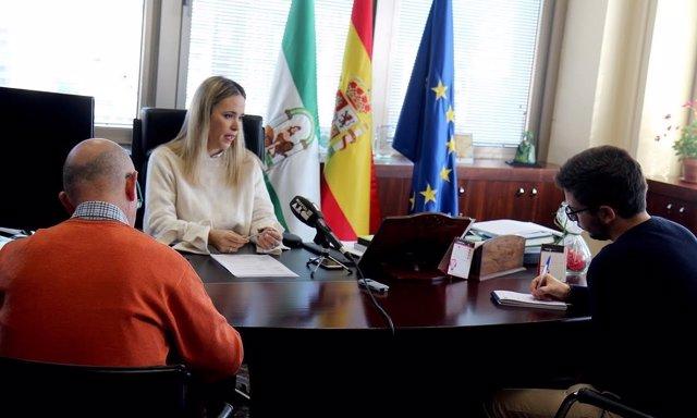 Patricia Alba delegada educación junta malaga rueda de prensa despacho