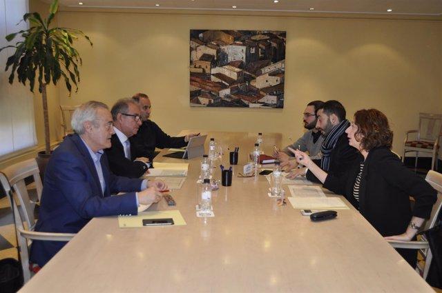 Imagen de la reunión del Gobierno de Aragón con IU.
