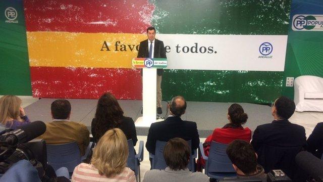 Juanma Moreno clausura un acto homenaje a la Constitución