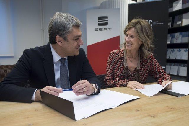 Luca de Meo, de Seat y la presidenta de la Fundación Cotec, Cristina Garmendia