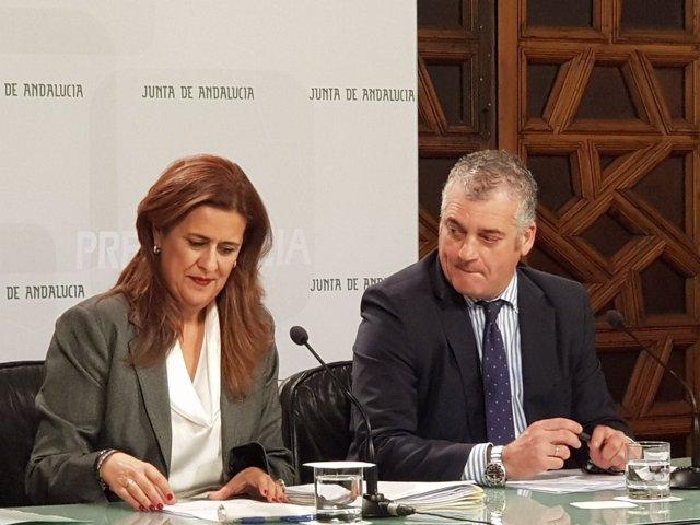 Los consejeros andaluces de Educación, Sonia Gaya, y Empleo, Javier Carnero