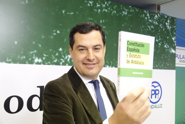 Juanma Moreno clausura un acto homenaje a los 39 años de la Constitución