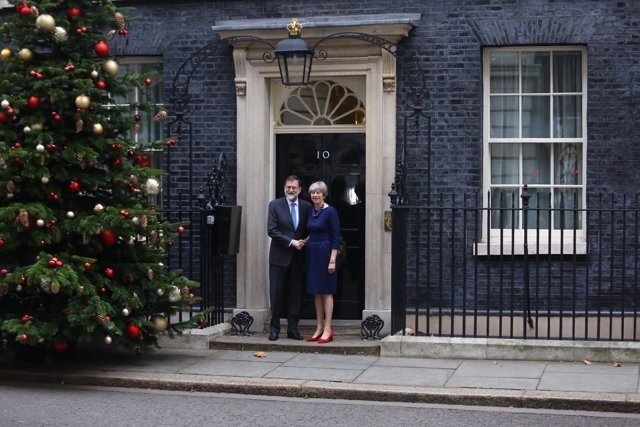 Rajoy recibido por Theresa May en Downing Street