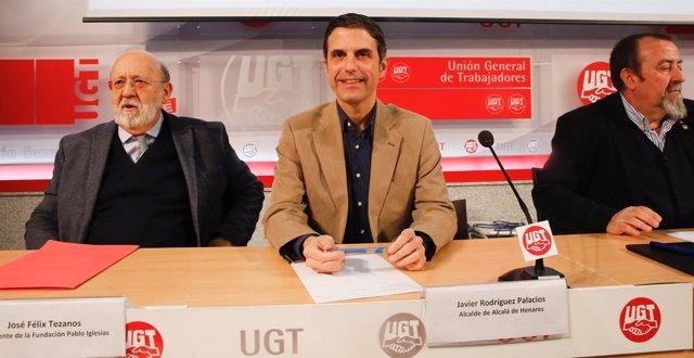 Tezanos (PSOE) inaugura la exposición del centenario de la huelga de 1917