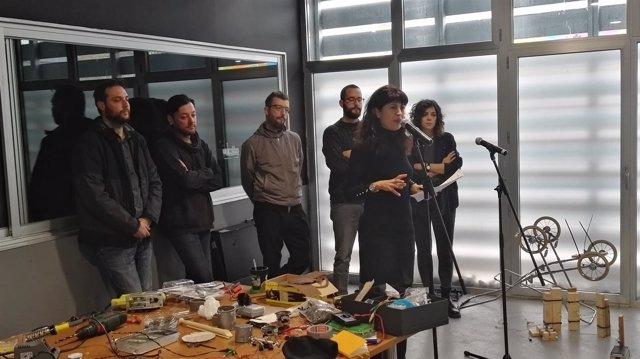 La concejal de Cultura, Ana Redondo, en la visita a los artistas de CreArt