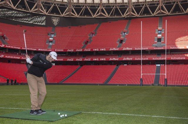El golfista Jon Rahm inaugura la versión rugby de San Mamés