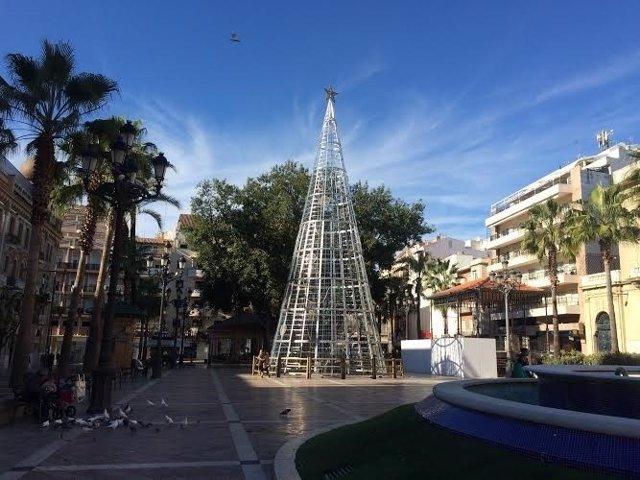 Árbol de Navidad en la Plaza de las Monjas de Huelva.
