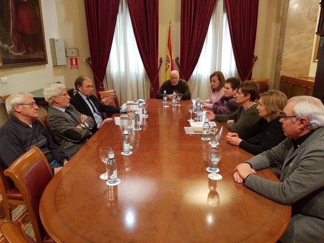 José Morales en una su reunión con el presidente del Senado.