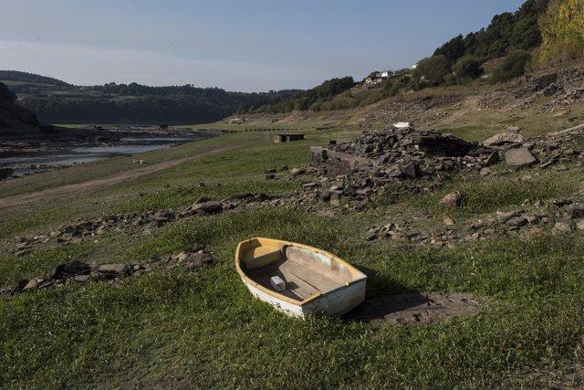 Greenpeace documenta la sequía en el Embalse Belesar en Portomarín, Lugo.