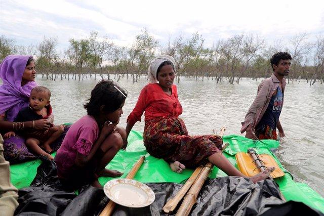 Refugiados rohingya llegando a Bangladesh