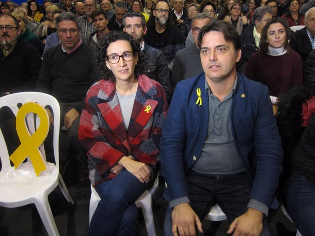 La silla vacía en honor a O.Junqueras, M.Rovira y J.Folguera