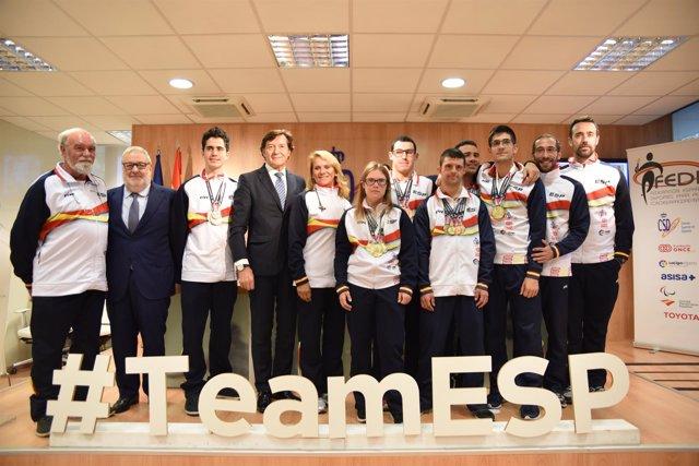 Lete recibe a la Selección española de natación de personas con discapacidad