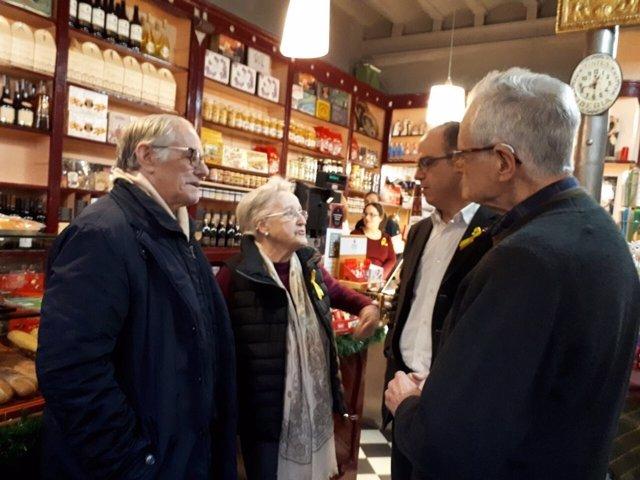 Jordi Turull al costat de la família de Carles  Puigdemont