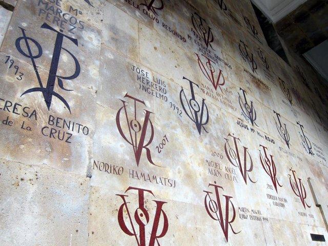 Vítores en la Facultad de Filología de la Universidad de Salamanca