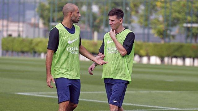 Mascherano y Messi en el entrenamiento del Barcelona