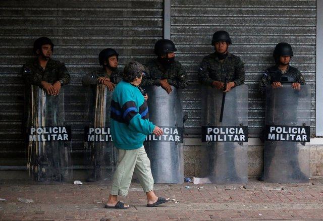 Agentes de la Policía en Tegucigalpa