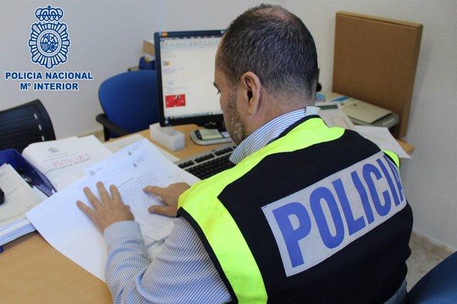 Agente de la Unidad Contra las Redes de Inmigración y Falsedades Documentales