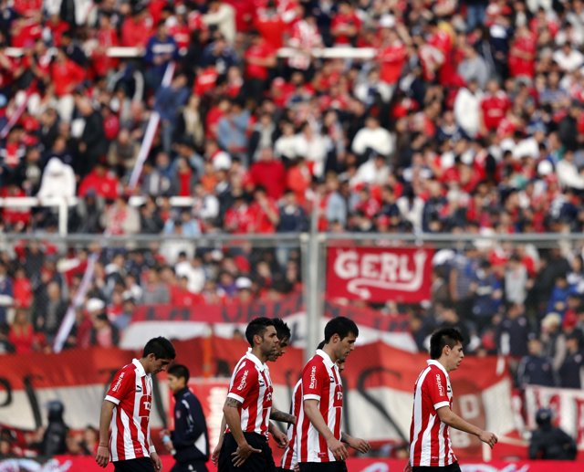 Independiente players leave at the end of the first half of their debut soccer m