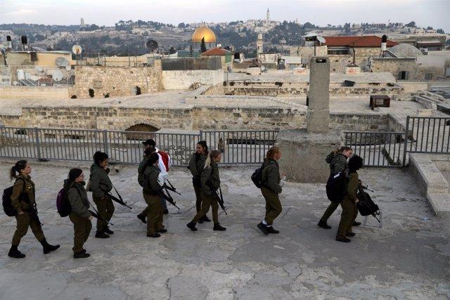 Soldados israelíes en la Ciudad Vieja de Jerusalén