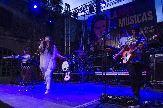 Actuación de Carla Morrison en la édición de La Mar de Músicas de 2017