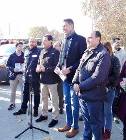 Xavier Garcia Albiol i Juanma Moreno (PP) en un acte electoral (El Prat)