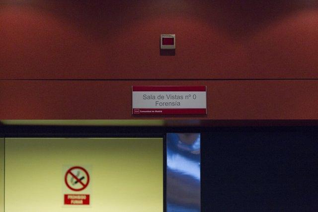 Audiencia Provincial de Madrid, sede penal, cartel de sala de vistas, juicio